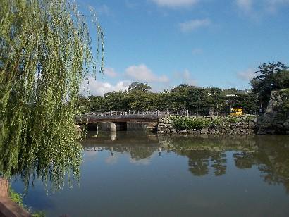 姫路城への橋.JPG